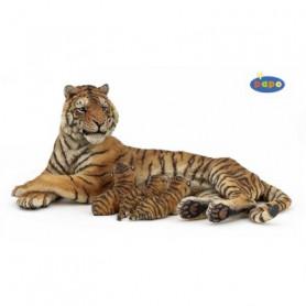 Papo 50156 Liegende Tigerin mit Jungen beim Säugen